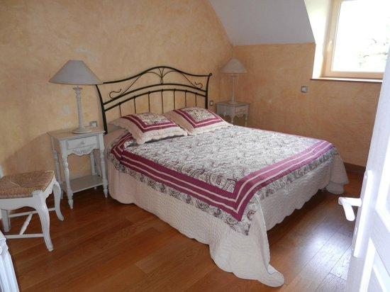 Le Troubadour: Chambre avec grand lit
