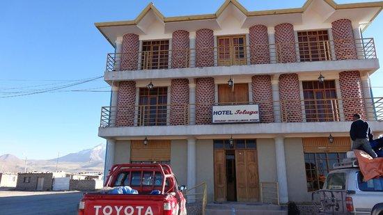Hotel Isluga: devant de l'hôtel