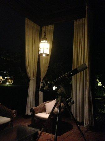 พลาตารัน บาหลี รีสอร์ท แอนด์ สปา: Open-air deck with telescope