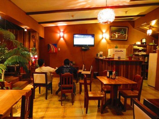 Camino Verde Bed & Breakfast Monteverde: In the dining room