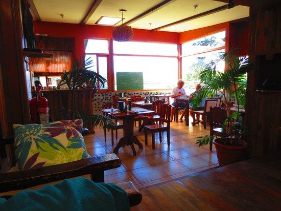 Camino Verde Bed & Breakfast Monteverde: More main room, dining area