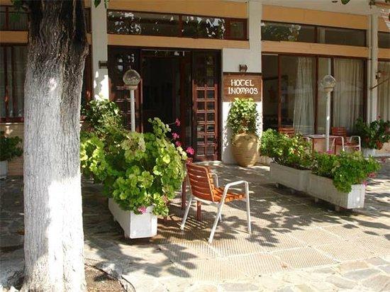 Hotel Inomaos : Das hotel von außen