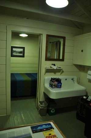 Swiftcurrent Motor Inn And Cabins: One Bedroom Cabin