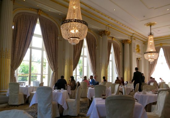 La brasserie picture of trianon palace versailles a waldorf astoria hotel versailles - Hotel trianon versailles ...