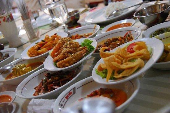 Restaurant Garuda: All sort of yummies :D