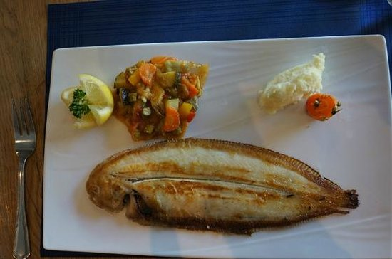 Au bistrot Marin : whole sole with vegetables