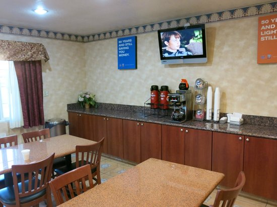 Motel 6 Visalia: the breakfast counter