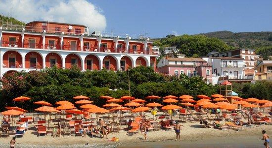Pioppi, Italia: Hotel Außenansicht