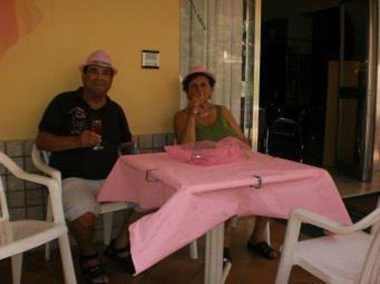 Hotel Arno : Franco e Vittorina che festeggiano La notte Rosa