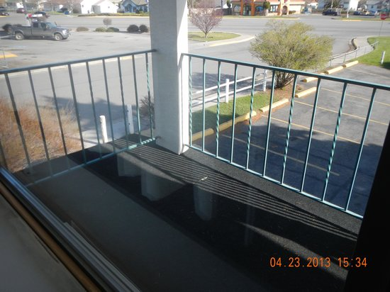 Brooks Street Motor Inn : our front porch