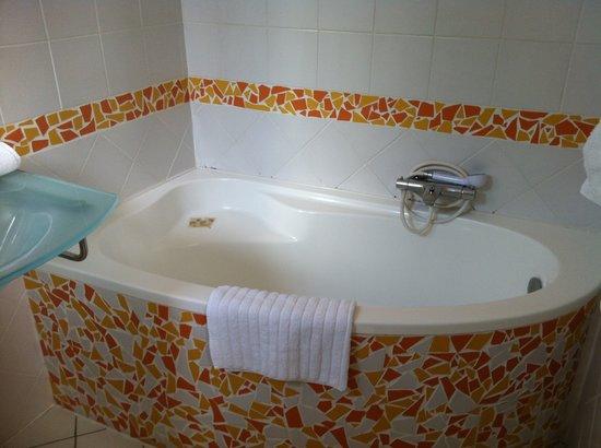 Inter-Hôtel de la Plage: Chambre 209 salle de bain