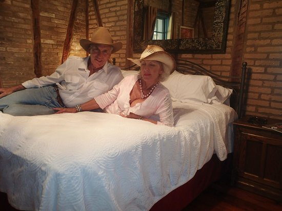 Gruene Cottages: Nice Rustic Designed Bedroom