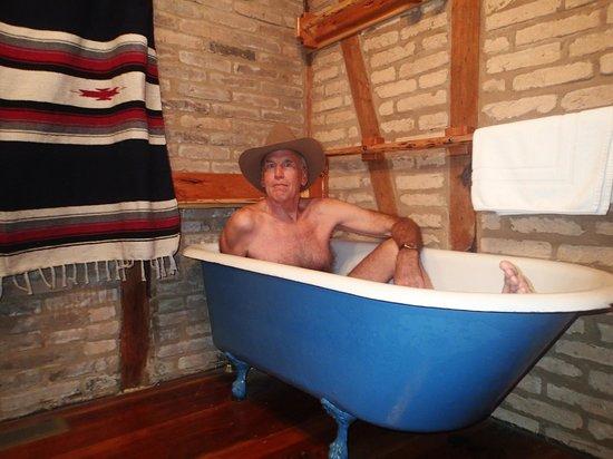 Gruene Cottages: A Cute Tub