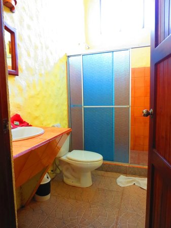 Erupciones Inn Bed And Breakfast: The bathroom