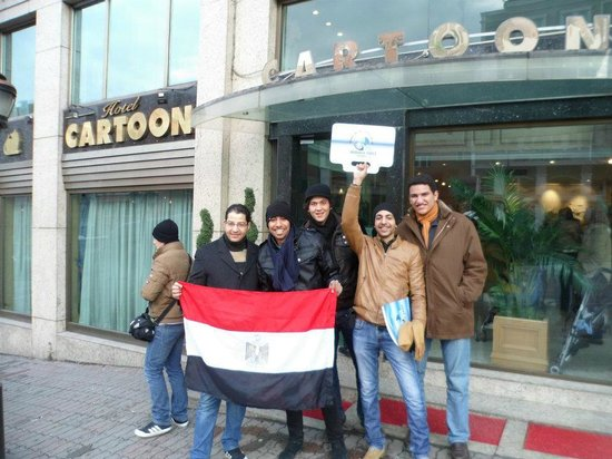 Cartoon Hotel: Infront of the Hotel With Friends