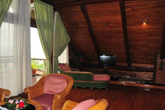 Phu Pha Nam Resort: Wohnbereich/Suite