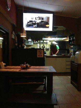 Airport Hotel Rio Segundo: Pizzeria