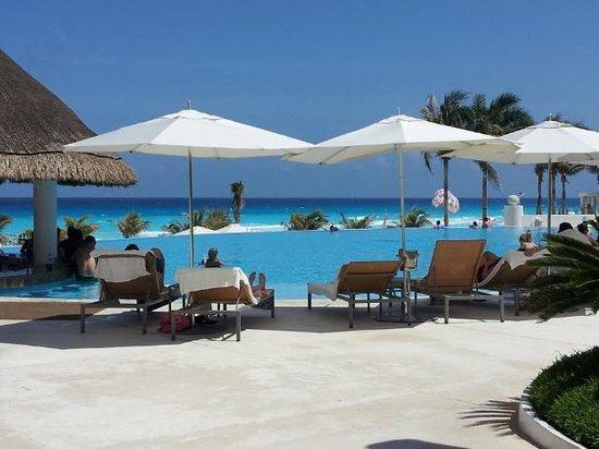Le Blanc Spa Resort: Main poolside