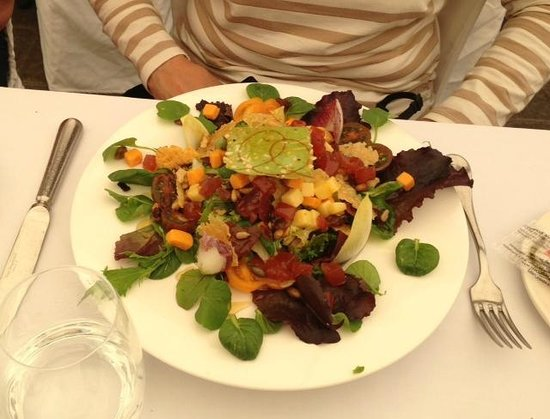 La Marquesita: Salad...lovely presentation!
