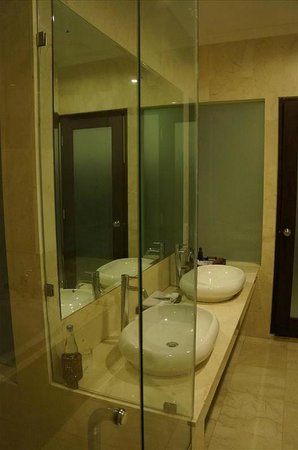 Kamuela Villas and Suite Sanur: Sink