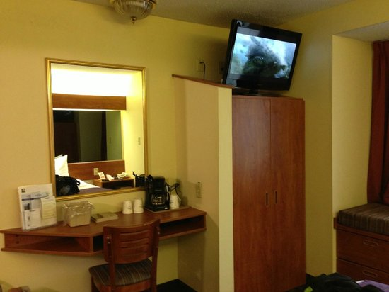 Microtel Inn & Suites by Wyndham Charlotte/Northlake: Great room!