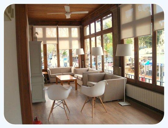Hotel Carabela: Sala lectura y TV