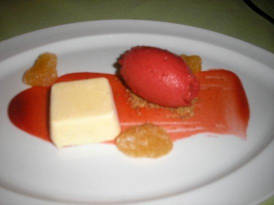 Anfiteatro Restaurant & Lounge: parfait de lima con sorbete de fresa y albahaca