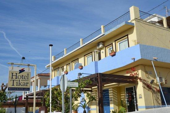Hotel Tikar: streetside of the hotel