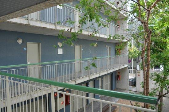 Residencia Universitaria Campus del Mar: Durchgang vom Eingangskomplex zum Appartement
