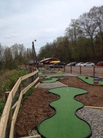 Kelly's Ice Cream: Our 18 Hole Miniature Golf Course