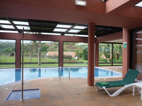 Quinta do Furao: Zwembad hotel-openschuifbaar dak