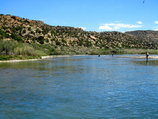 Soaring Eagle Lodge: The San Juan River is absolutely BEAUTIFUL!!