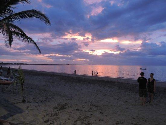 Smugglers Cove Beach Resort & Hotel: sunset