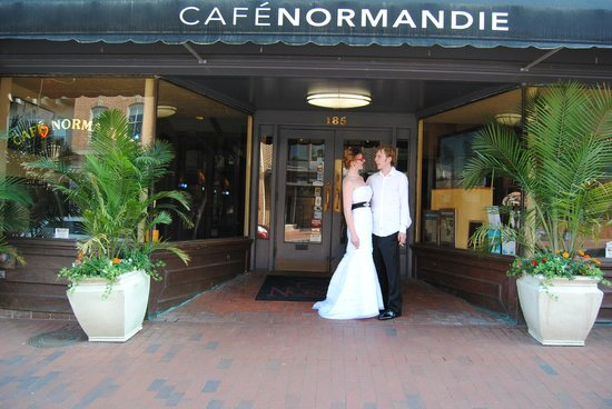 Cafe Normandie: In front, before the dinner