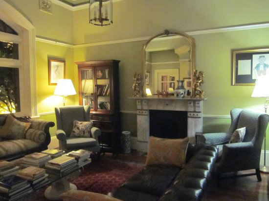 Simpsons of Potts Point Hotel: Living room
