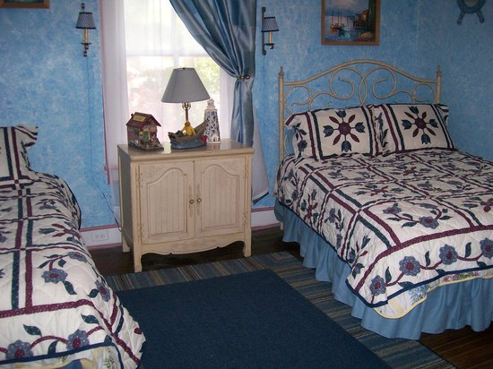 Twin Magnolias Bed and Breakfast: Cabot Cove bedroom