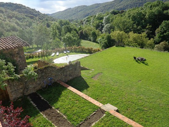 Mas Can Batlle: View towards pool