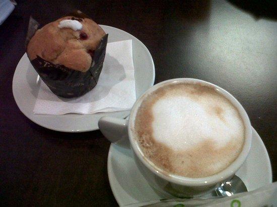 Cafe Te Quiero: El café con espumita y la rica muffin de yogurt