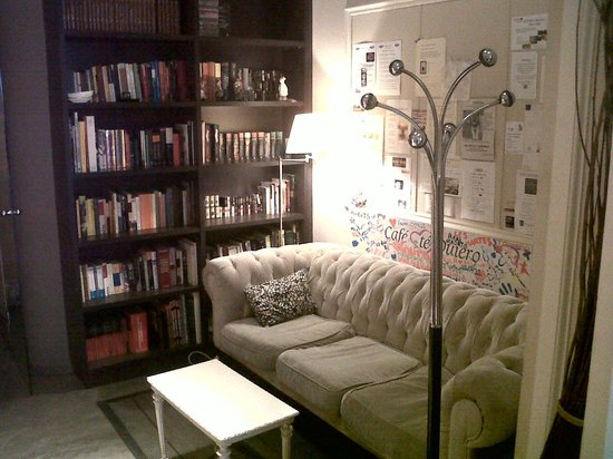 Cafe Te Quiero: La zona de biblioteca muy muy chic