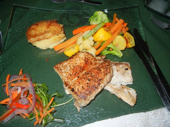 Beach Break Resort : catch of the day prepared by the chef at Morgan's Cove