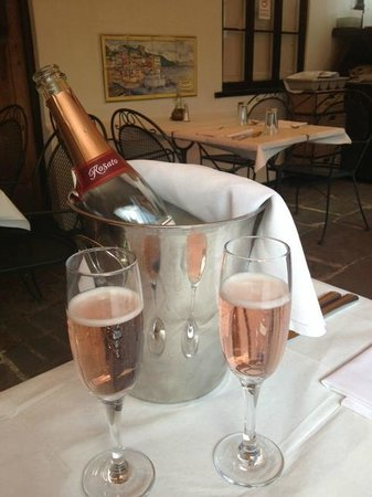 Olivo - Ristorante Italiano: Two choices of Prosecco!