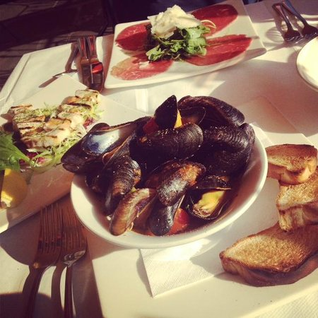 Olivo - Ristorante Italiano: Mussels Starter Big Portion!