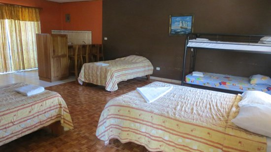 Mau Mar Hotel: large bedroom with ensuite