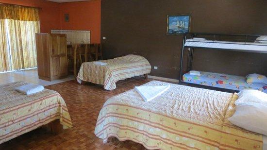 Mau Mar Hotel: large bedroom with ensuite