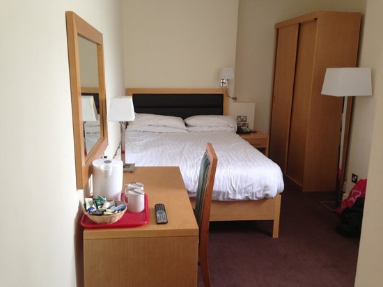 Iris Hotel: Our annex bedroom