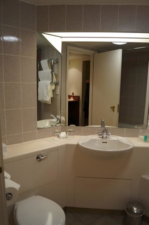 Holiday Inn Leeds Brighouse: My bathroom