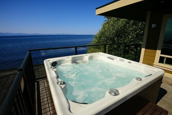 Points West Oceanfront Resort: Private Hot Tub