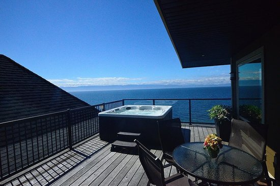 Points West Oceanfront Resort: Rooftop Oceanfront Suite: Private Hot Tub