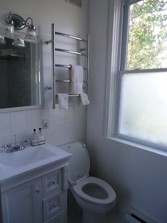 The Miller's House Bed and Breakfast : Downstairs bathroom...