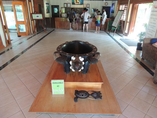 Mana Island Resort: Front desk
